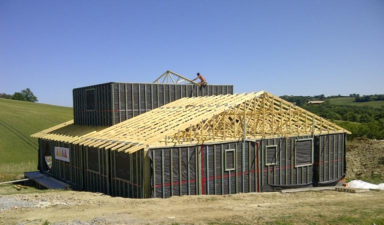 chantier maison bois,pose charpente,charpente fermette,exemple de charpente,type de charpente