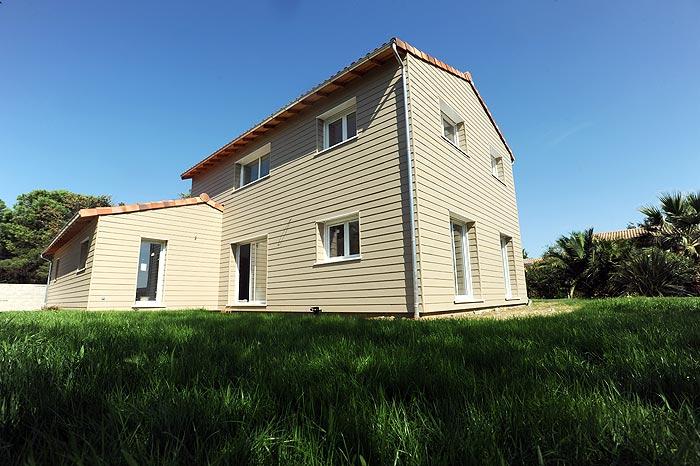 Maison ossature bois midi pyr n es aquitaine pays de loire languedoc roussillon ile de for Construction maison en bois hautes pyrenees
